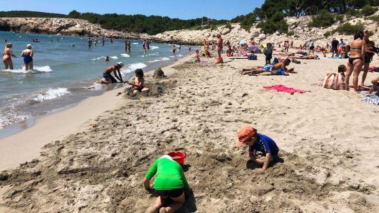 C'est sur cette plage de Sainte-Croix à Martigues qu'une tortue s'est échouée / © C. Bosshardt/FTV